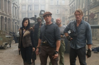 'The Expandables 2′ on top