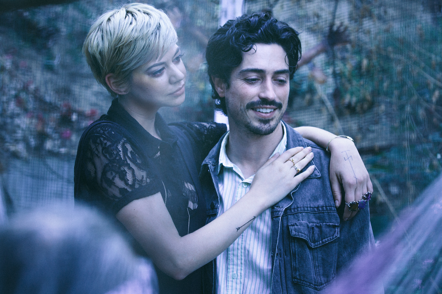 BetweenUs-Still-Ben-Feldman-Analeigh-Tipton-v2