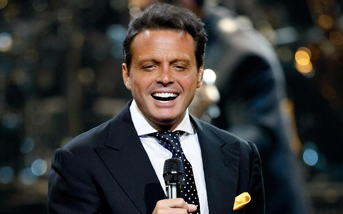Luis Miguel Drops New Single – 'La Fiesta de Mariachi'